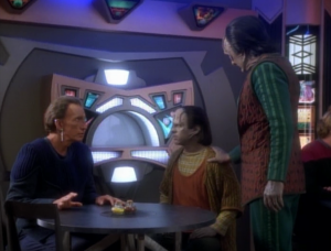 Garak sees a Cardassian boy and decides to meet him
