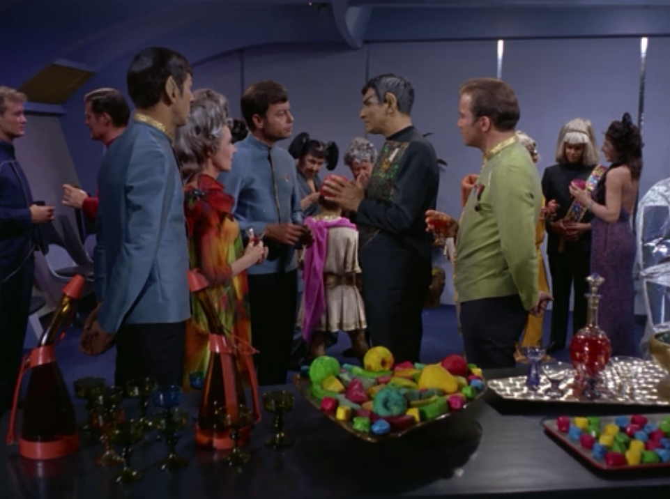 There's a lot of dumb looking aliens in the background throughout this episode