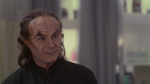 Phlox tries to get T'Pol to admit that she has feelings for Archer
