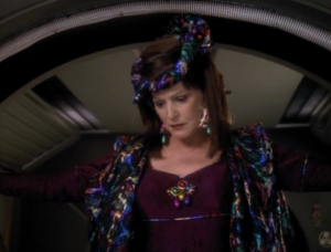 Lwaxana comes to the station
