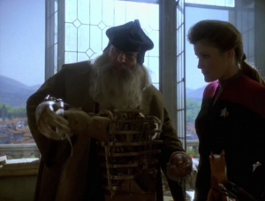Janeway hangs out with Gimli. I guess it's better than her holonovel