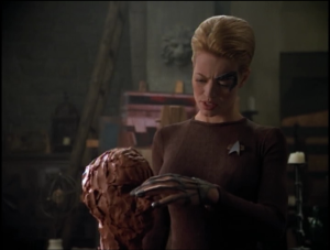 Janeway tries to teach Seven how to sculpt