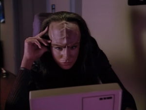 K'Ehleyr tries to get to the bottom of what happened with Worf's dishonor